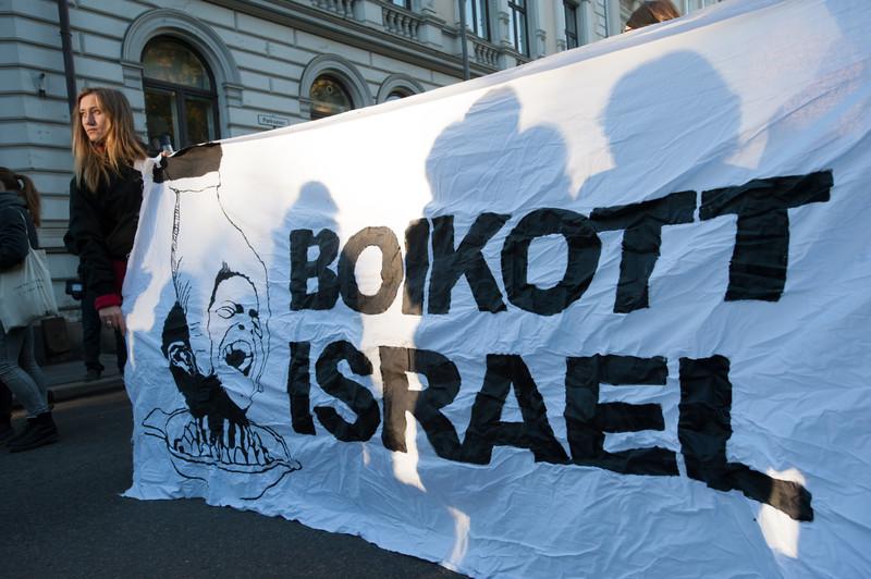 2015-10-oslo-boycott-rrb-activestills1445256982aahxk