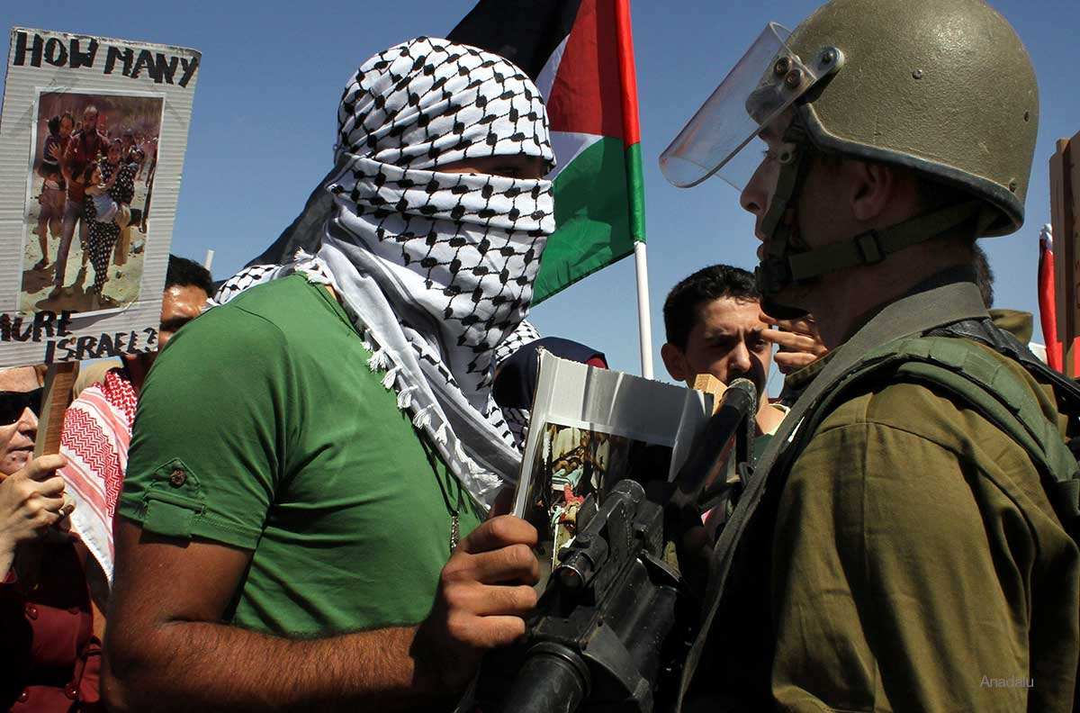 Israeli-security-clash-with-palestinian-protesting-against-gaza-air-strikes-West-bank