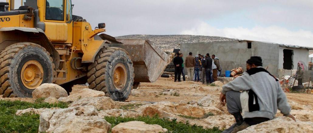 2016_2_2-Israeli-bulldozers-demolish-Palestinian-homes020216_WIH_00-8